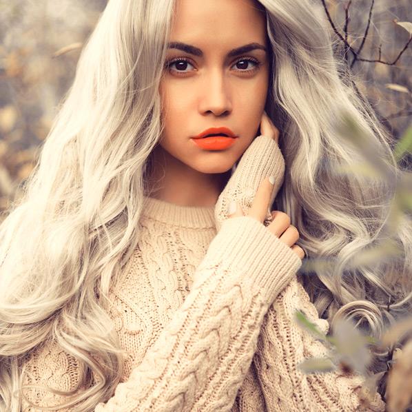 Grått hår jente langt hår