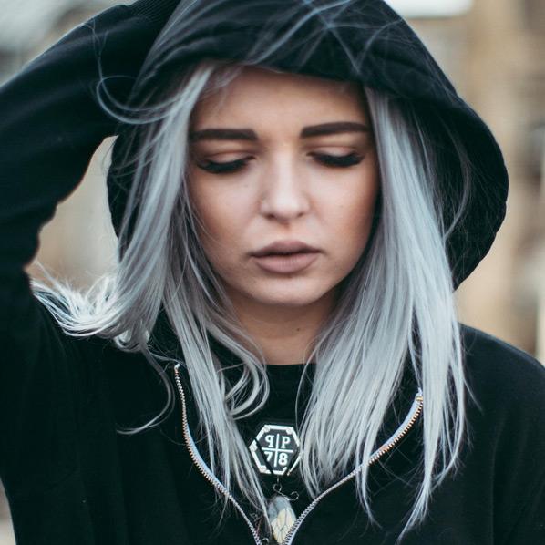 Modell grått hår jente