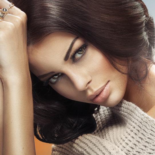 mørk hårfarge modell dame