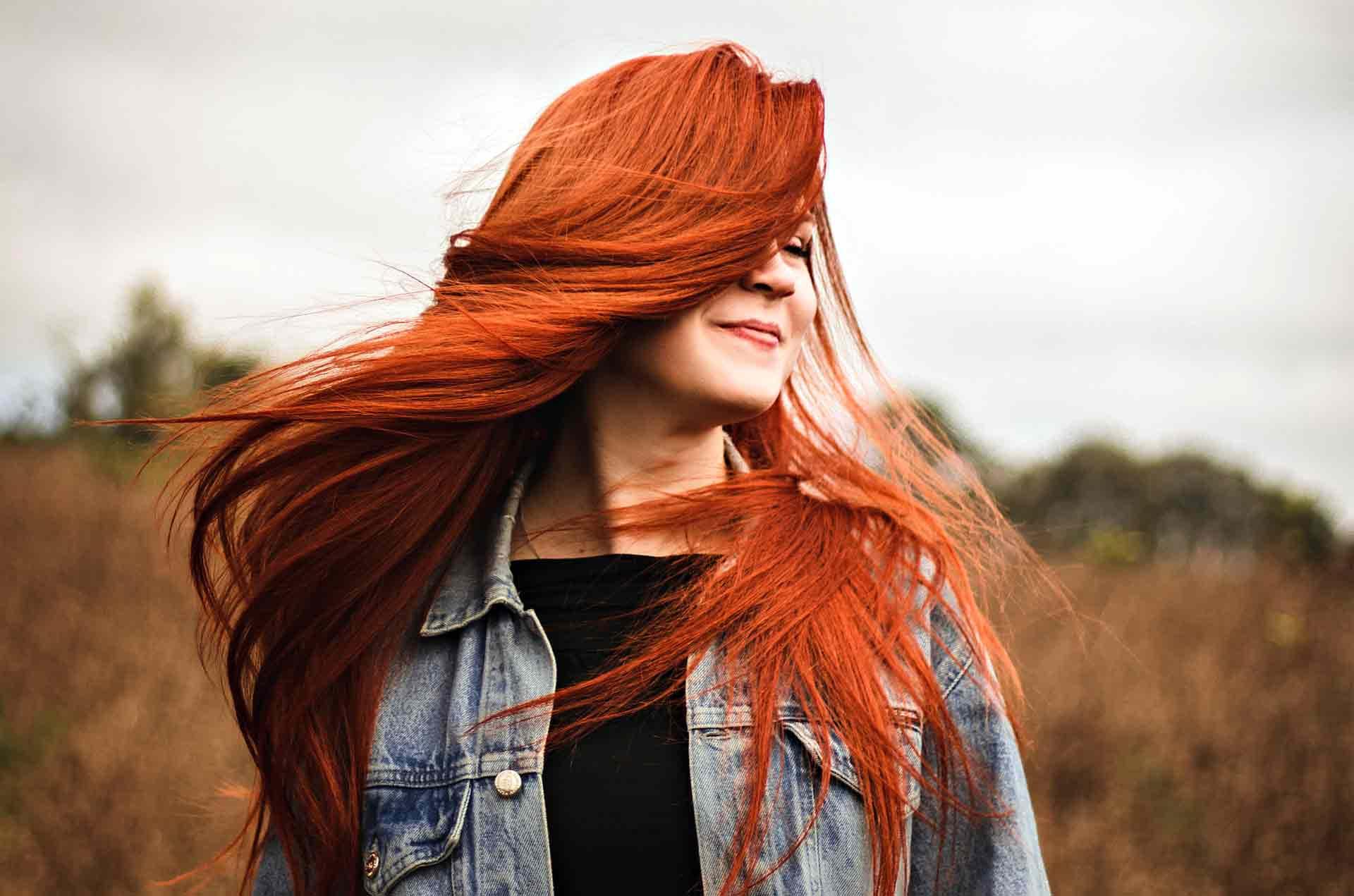 Jente rødt hår